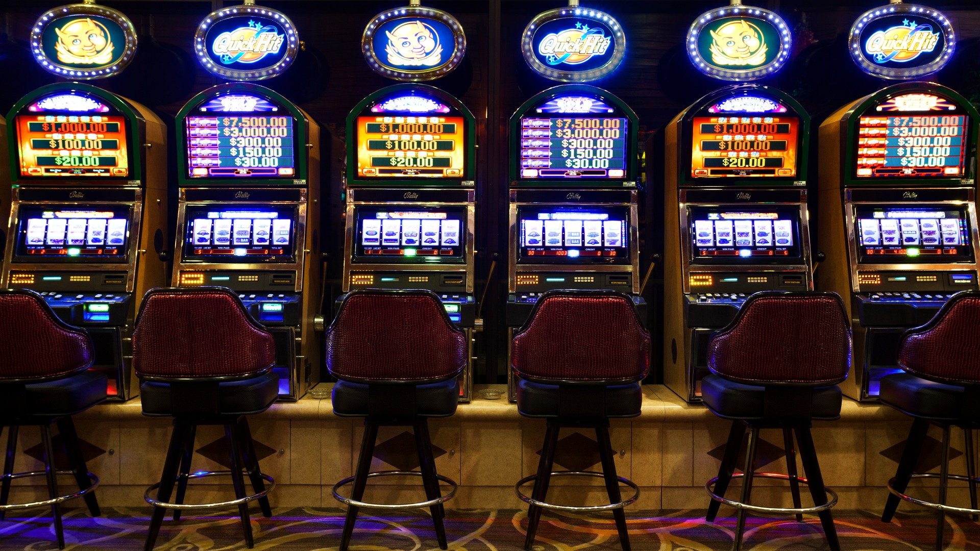 executive casino host salary