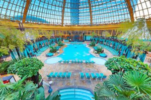 Harrahs-Resort Atlantic City-Property-Pool-2